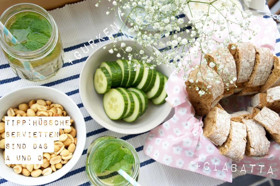 einfache Snacks easy Mädelsabend Gurken Ciabatta Tischdekoration
